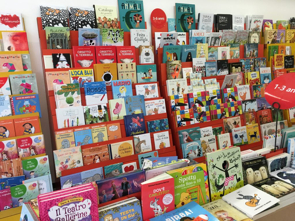 Scaffale Libri Per Bambini : Libreria per cameretta idee di design per la casa rustify